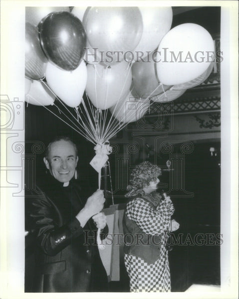 1984 Press Photo Priest carrying ballons - Historic Images