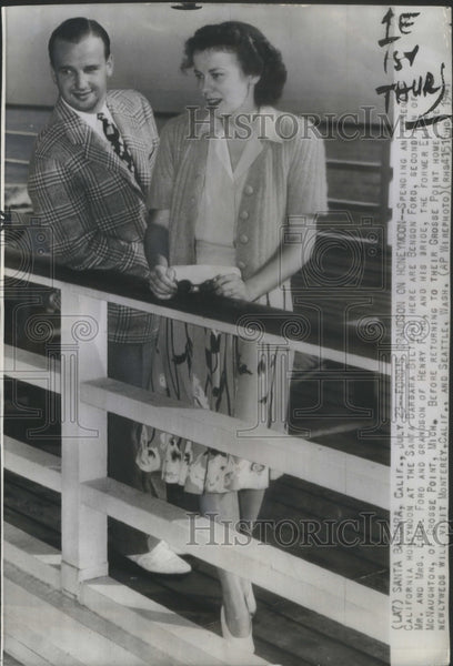 1941 Press Photo Benson Ford and his bride spending their Honeymoon- RSA66433 - Historic Images