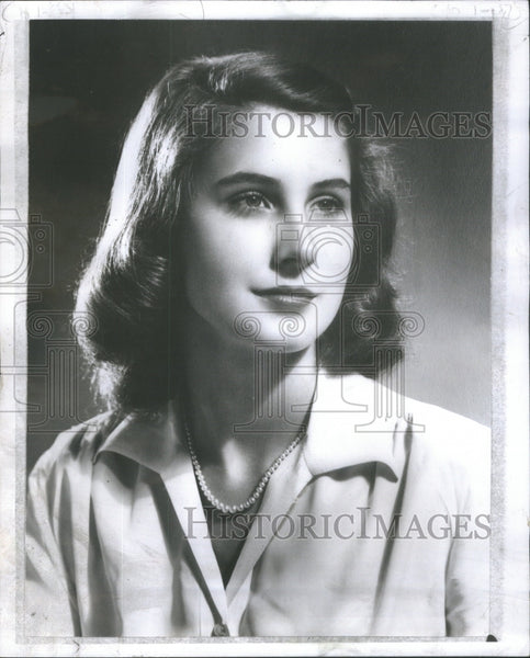 1959 Susan Hansen Kill-Age Twenty Five -University Chicago Area Home - Historic Images