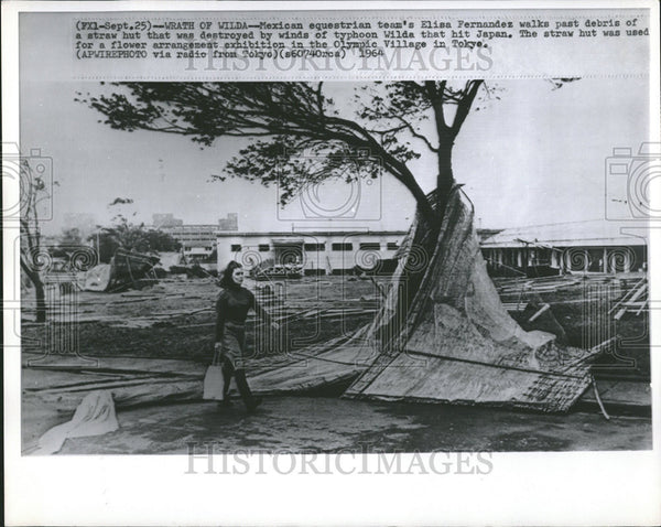 1964 Press Photo Elisa Fernandez With Damage Done By Typhoon Wilda In Japan - Historic Images