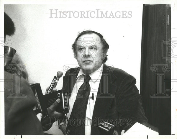 1981 Press Photo Alan Abel press conference Washington Bernstein Woodward - Historic Images