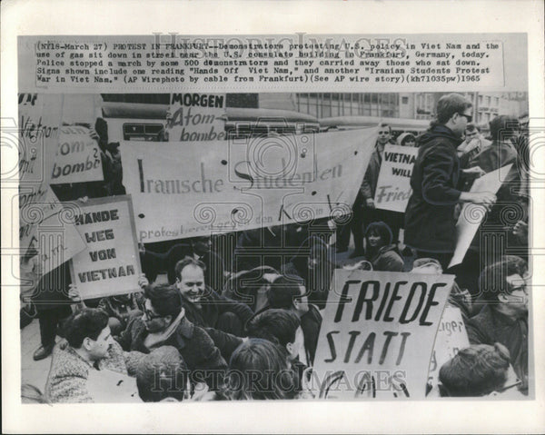 1965 Press Photo Protest In Frankfurt, Germany - Historic Images