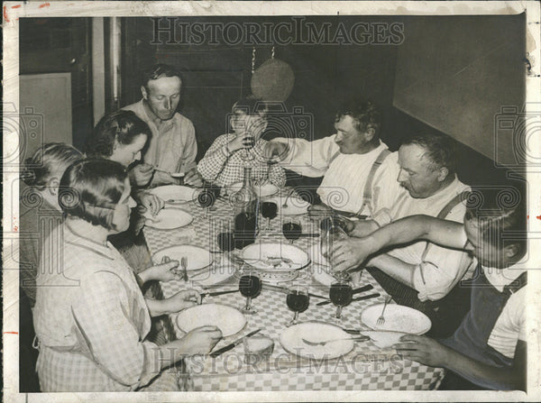 1939 Press Photo France/Wine/Family At Supper/Food - Historic Images