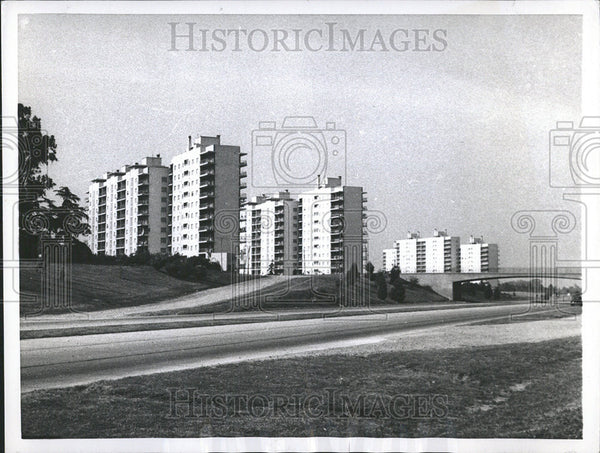 1955 Press Photo Transportation Facilities Dwellers Modern apartments hand - Historic Images