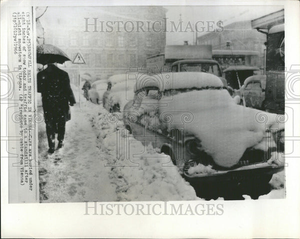 1966 Press Photo Car Buried Eight Inches Snowstorm Traffic Vienna - Historic Images