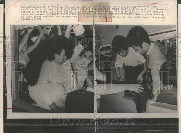 1972 Press Photo Japanese Transit Strike Affects Passenger Load On Trains - Historic Images