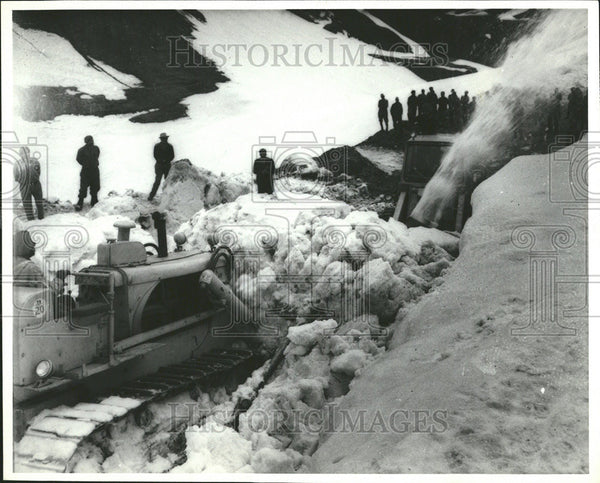 1969 Press Photo Clearing Snow Roads Clear Wave - Historic Images