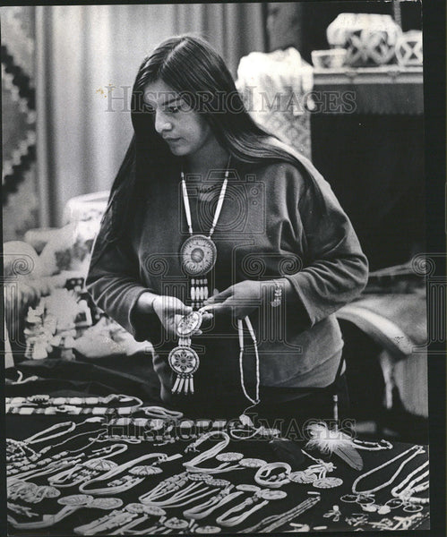 1972 Press Photo Wilma Purely Laguna Pueblo Necklaces Indian - Historic Images