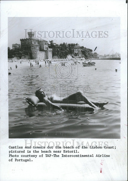1985 Press Photo Portugal Europe American tourists castles towers beach - Historic Images