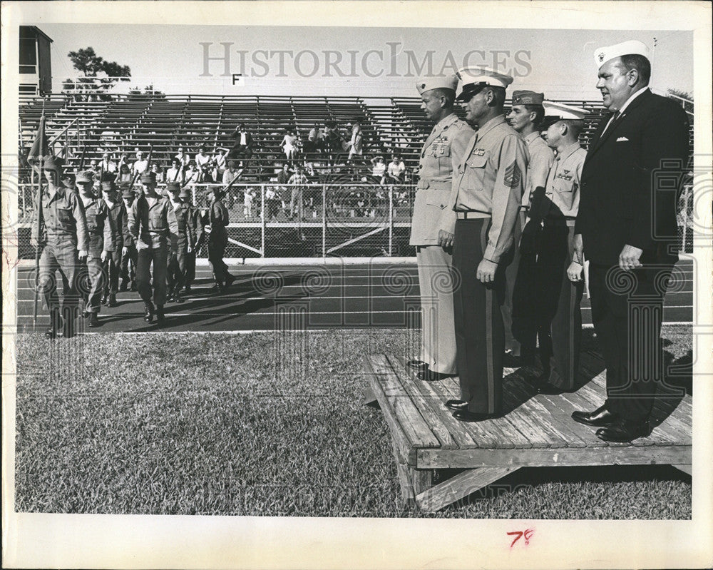 1965 Press Photo Squad Marine Petersburg Pass Review Ceremonies Stewart Field - Historic Images