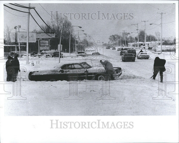 1968 Press Photo Snow Storm Woodhaven Michigan - Historic Images