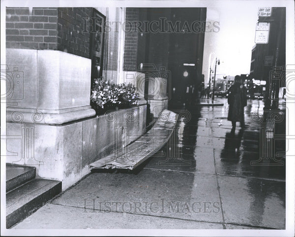 1962 Press Photo Storms Detroit Bank Trust Building - Historic Images