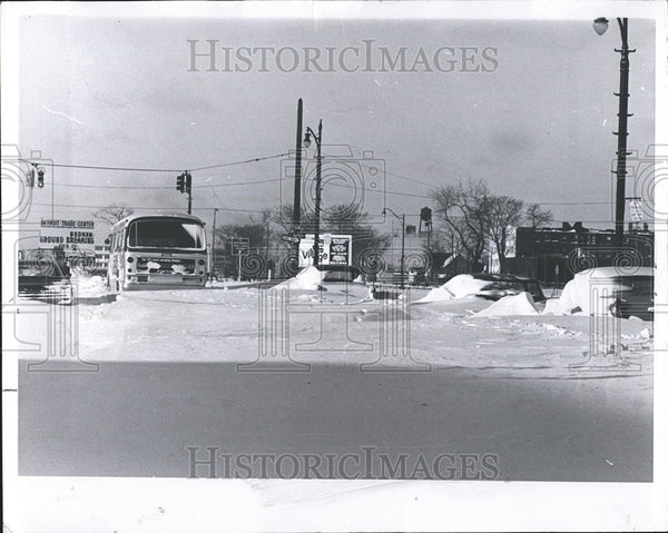 1965 Press Photo Entrance to John Lodge expressway covered with snow - Historic Images