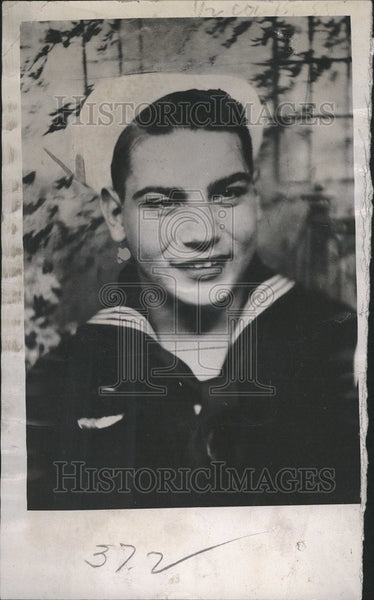1943 Press Photo Member United States Navy James John Capone Reach Feel Stature - Historic Images