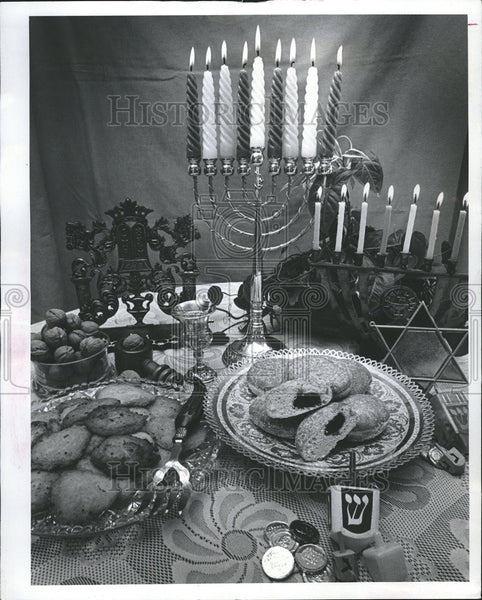 1979 Press Photo Symbol Hanukkah Barnett Stein treasure island Israel David - Historic Images