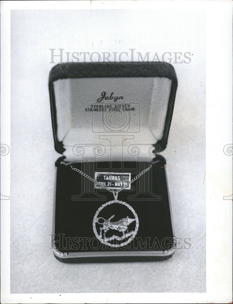 1974 Press Photo Astrology Buff Silver Zodiac Pendants Jewelry - Historic Images