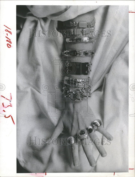 1967 Press Photo Jewellery Costume - Historic Images