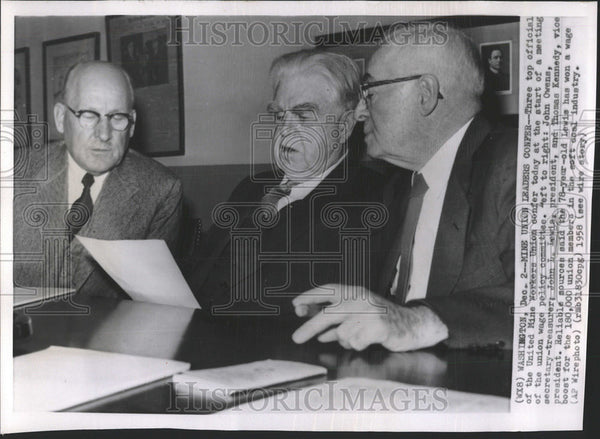 1958 Press Photo United Mine Workers Union meeting Wage policy Committee Snap - Historic Images