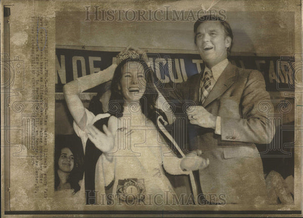 1974 Press Photo  Miss Illinois State Fair Mary Carter, Gov Dan Walker - Historic Images