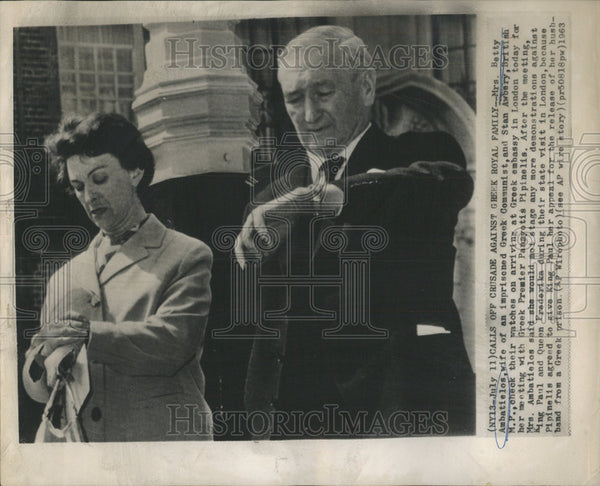 1963 Press Photo Mrs. Betty Ambatielos And Stan Awbery, British M.P. - Historic Images