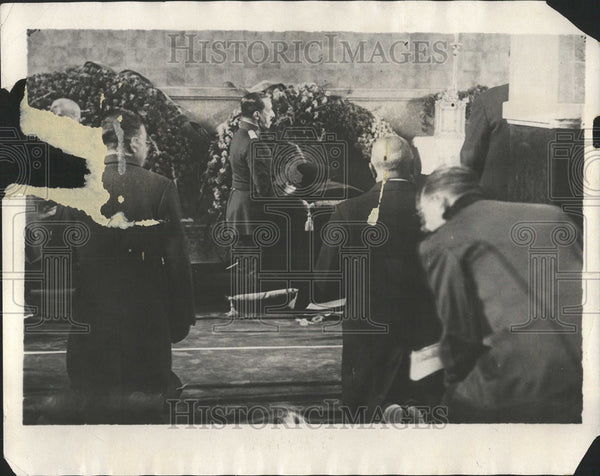 1930 Press Photo King Alfonso Of Spain Attends Funeral - Historic Images