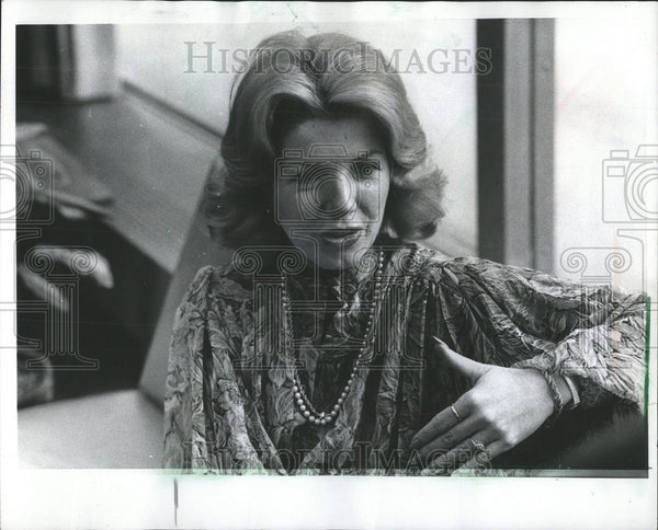 1977 Press Photo Holly Flor vice president director cosmetics beauty services NY - Historic Images