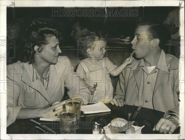 1943 Press Photo Dick Haymes and his son Skippy - Historic Images
