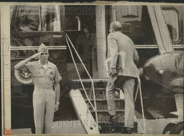 1974 Press Photo Washington Ford helicopter White House Carolina Kentucky Lawn - Historic Images