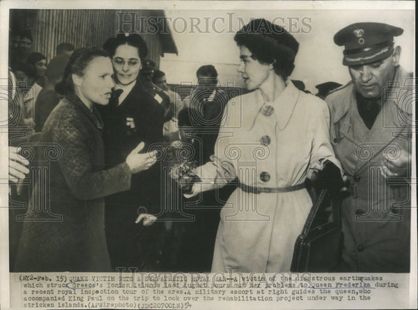 1954 Press Photo Queen Frederika Speaks With Victims Of Greek Earthquakes - Historic Images