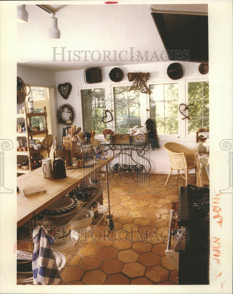 1992 Press Photo Karps country Style Kitchen Ceramic Floor  Work on Wheets - Historic Images