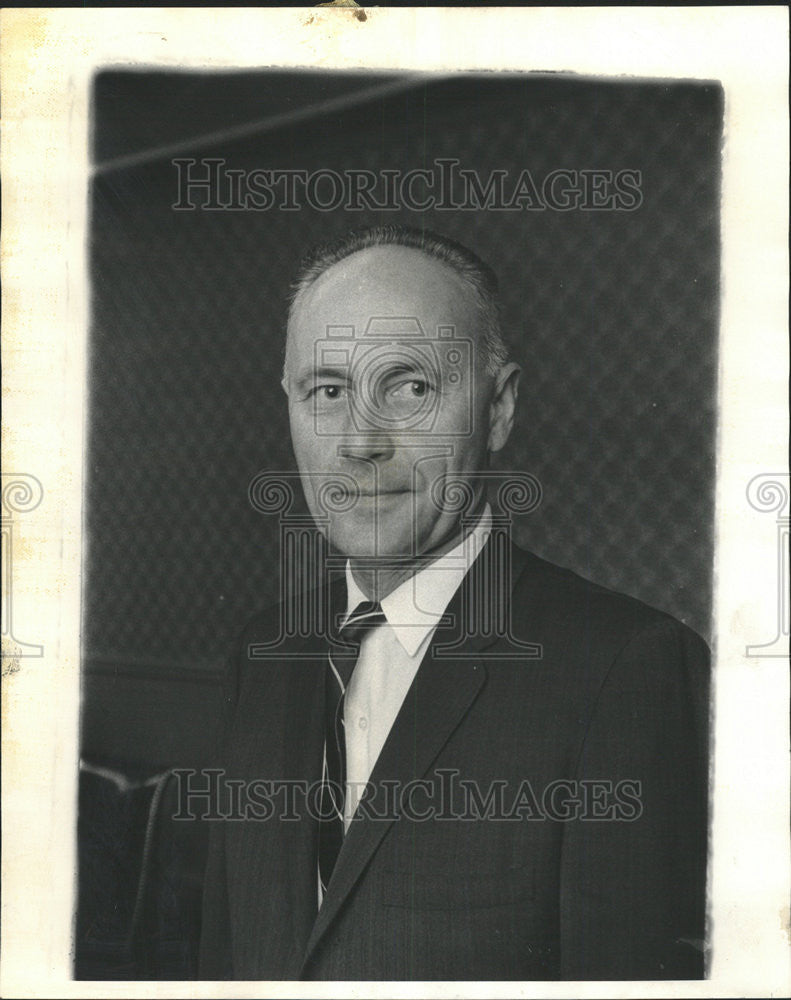 1965 Press Photo Robert Kinzler, Vice President of General Finance Corp - Historic Images