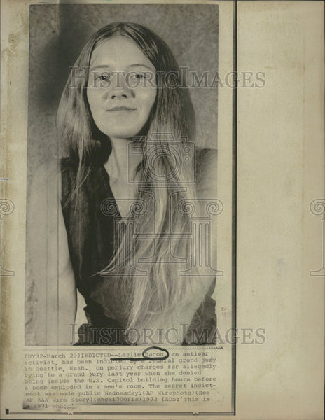1971 Press Photo Leslie Bacon antiwar activist indicted for perjury - Historic Images