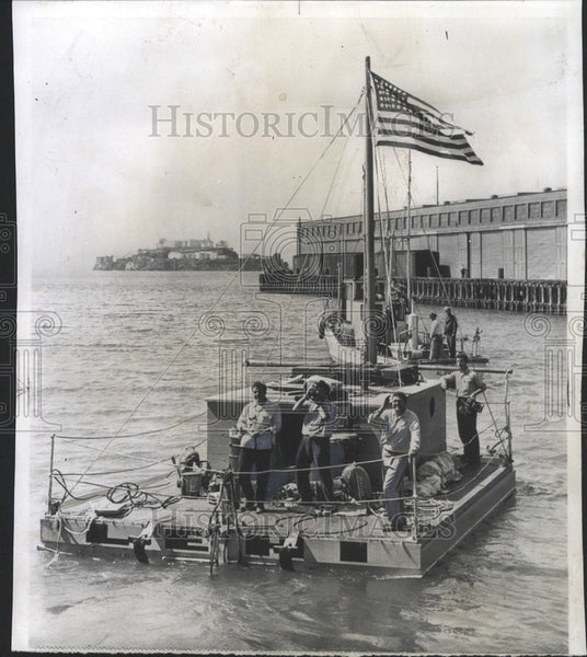 1954 Press Photo Skipper DeVere Baker Crew Raft Lehi Fishing Boat Edna - Historic Images