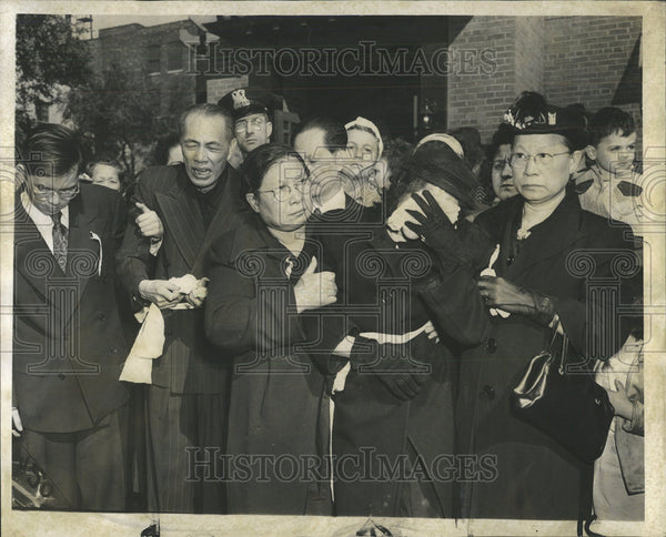 1952 Press Photo Widow church friends relative march Harry Lee funeral chinatown - Historic Images