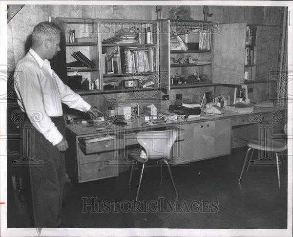 1962 Press Photo Jeweler John Lebolt drawer cabinet robber Highland Park home - Historic Images