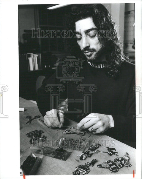 1990 Press Photo Bradley Levin jewelry designer and maker of the Stars - Historic Images