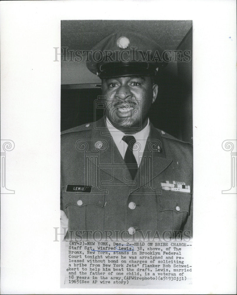 1965 Press Photo Staff Sgt Winfred Lewis Held On Bribe Charges - Historic Images