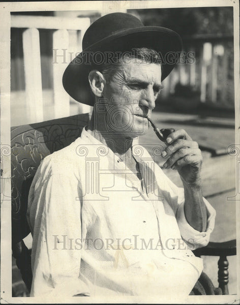 1931 Press Photo Man cigarette smoking - Historic Images