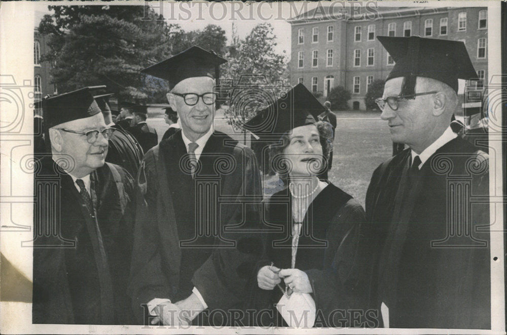 1965 Press Photo Sun-Times Editor Milburn P. Akers, Illinois College Ceremony - Historic Images