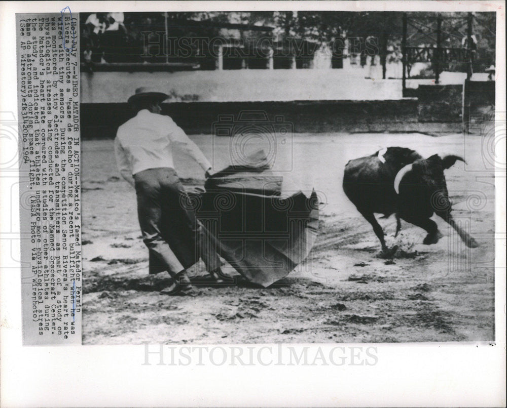 1964 Press Photo Mexico's famed Matador Fermin Rivera recent bullfight - Historic Images