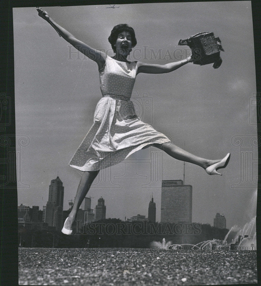 1962 Press Photo Chicago socialite Mrs. Richard Larkin leaping for joy - Historic Images