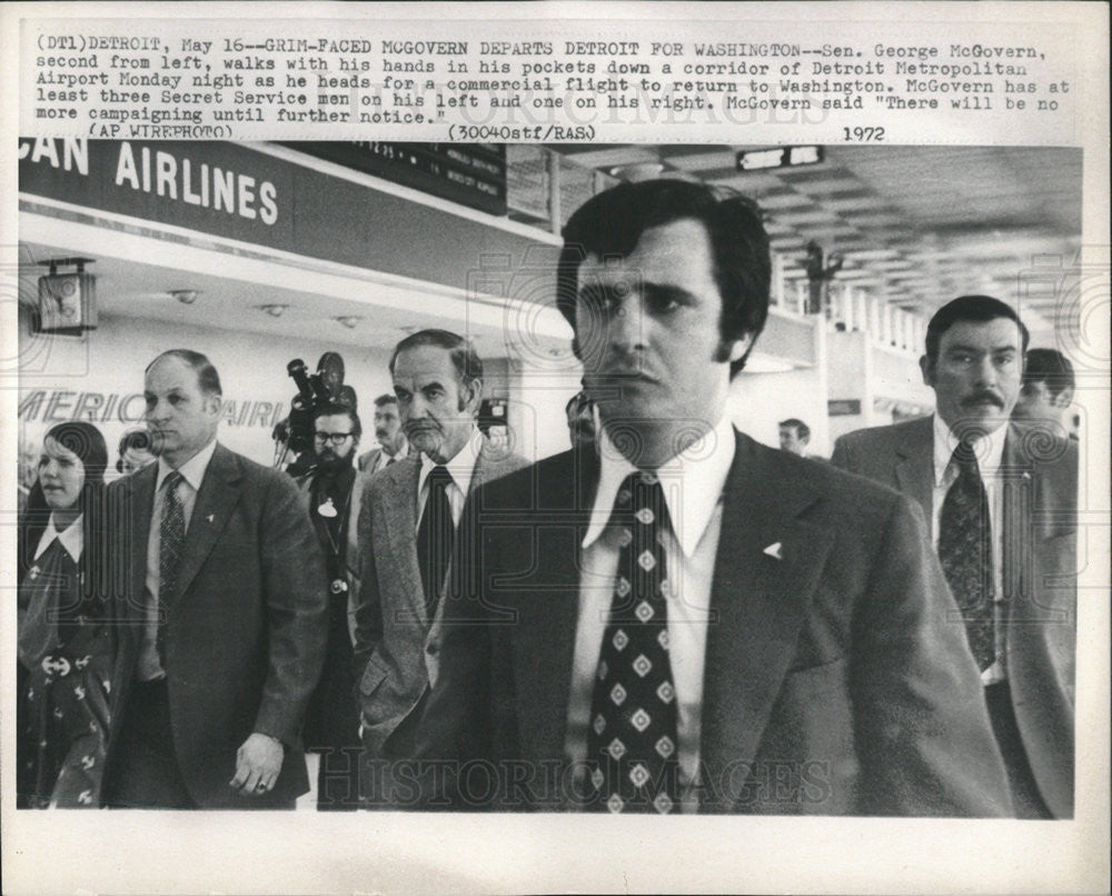 1967 Press Photo Senator George McGovern Detroit Metropolitan Airport - Historic Images