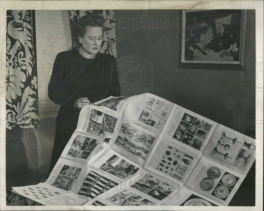 1947 Press Photo Mrs Mae H MacKay of Encyclopaedia Britannica - Historic Images