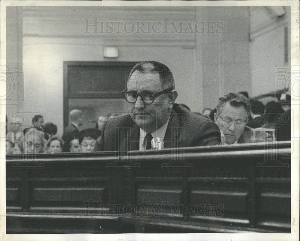 1965 Press Photo Chicago School Board Member Raymond Pasnick Walks Out - Historic Images