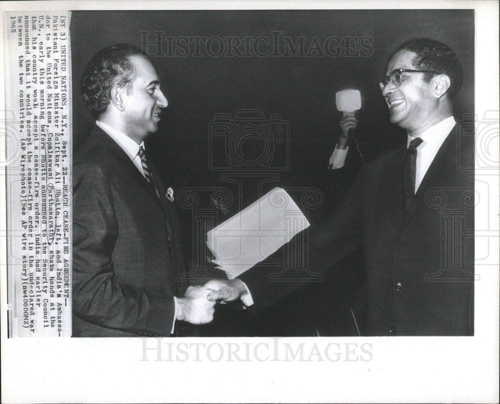 1965 Press Photo India's Ambassador C. Parthasarathi and Pakistani Z. Ali Bhutto - Historic Images