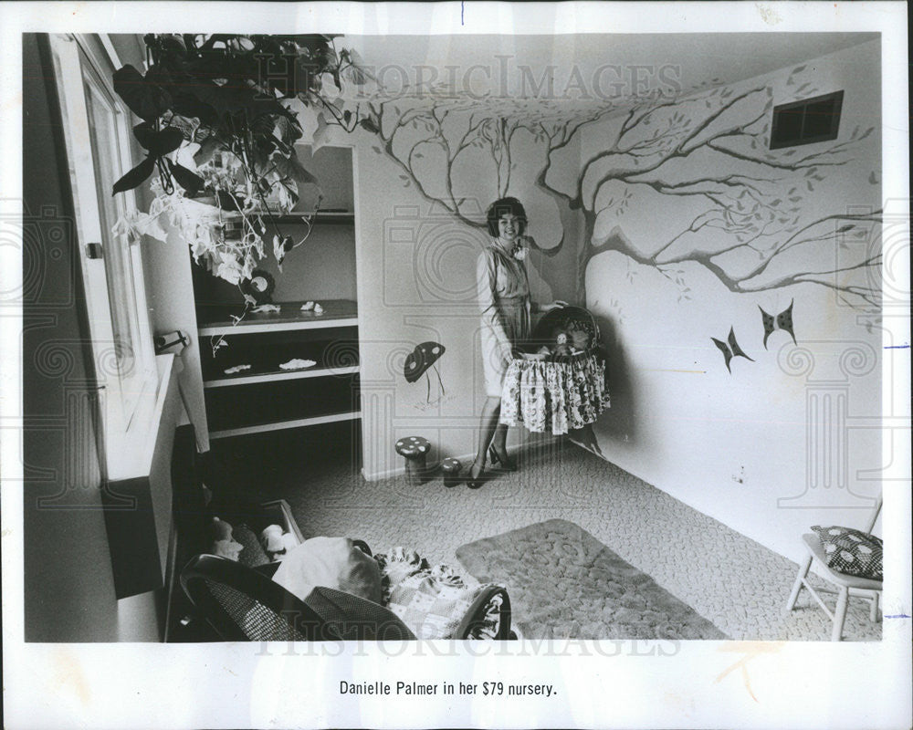 1975 Press Photo Mother Palmer Displaying Cheaply Done Nursery Decorated - Historic Images