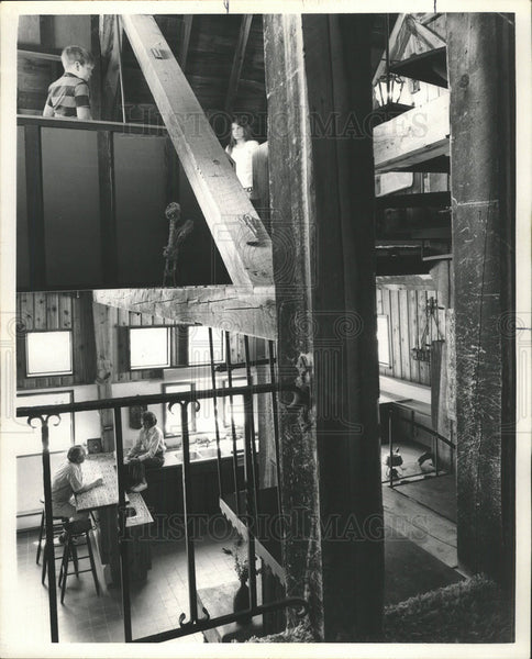 1972 Press Photo Lowes Tipple House Interior Architecture People Exploring - Historic Images