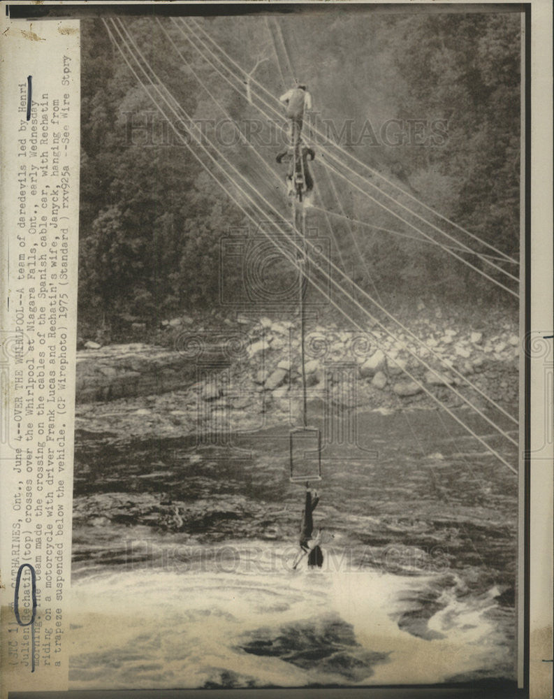 1975 Press Photo Teamof daredevils , Henri Rechatin  over whilpool at Niagra Falls - Historic Images
