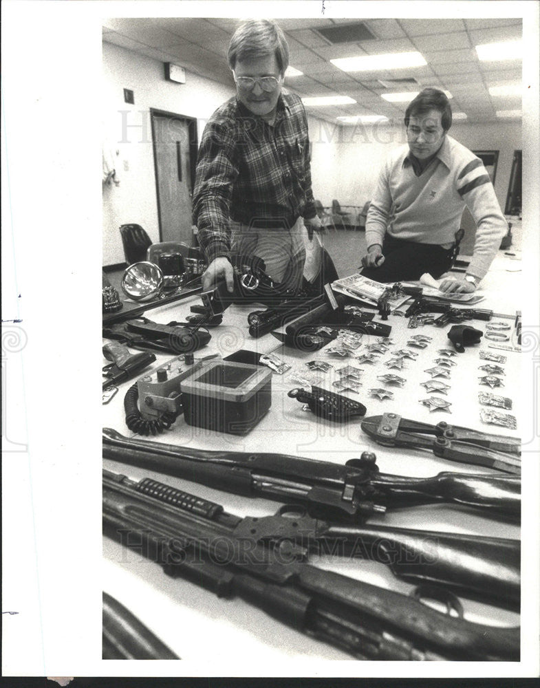 1981 Press Photo Joseph Wilzewski Jack Ramsey Patrol officers Headquarters - Historic Images
