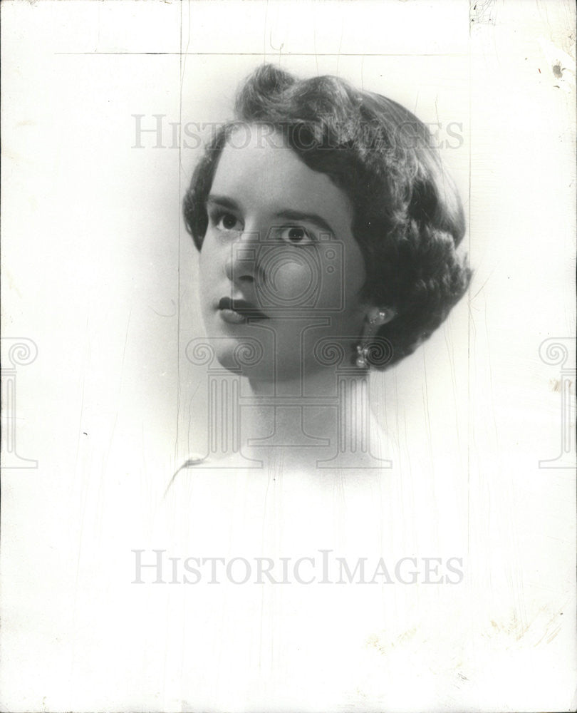 1955 Press Photo Alice Magnuson, Socialite, To Be Presented At Cotillion - Historic Images